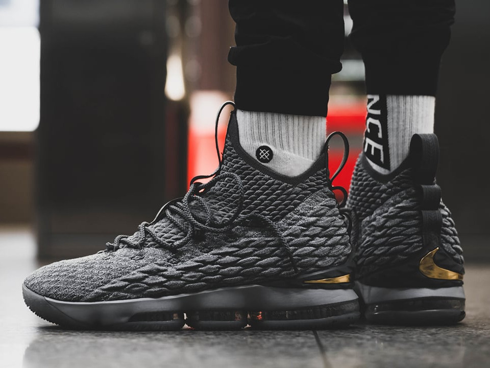 detailed look a3f10 dc397 nike lebron 15