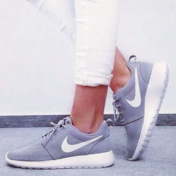 55965227455d nike roshe one women