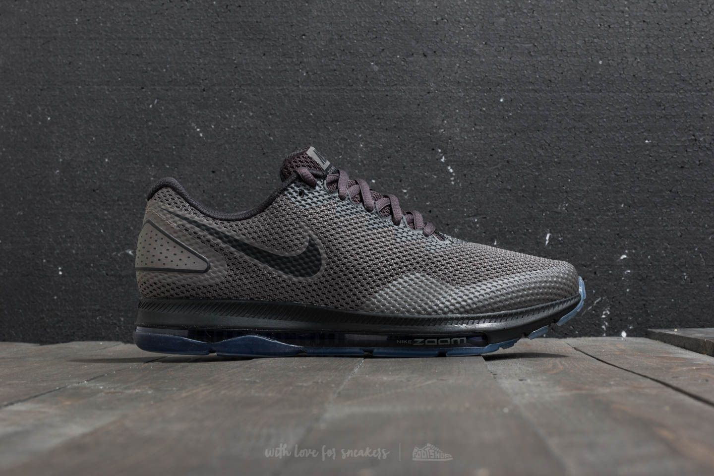 aec7b6eb4e2a nike zoom all out low